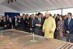 Vua Morocco Mohammed VI bn m hnh nh my in Mt tri tng lai (nh: solarserver.com/VietnamPlus)