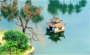 Gần 10 tỉ đồng cải tạo môi trường hồ Long Trì