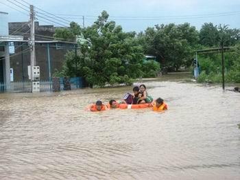Chủ động di dời dân khỏi khu vực mưa, bão nguy hiểm