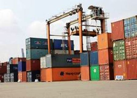 Khẩn trương xử lý hàng hóa tồn đọng tại các cảng biển