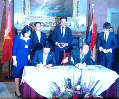 Việt Nam – Hà Lan ký bản ghi nhớ về dịch vụ khí hậu và nước
