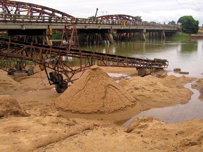 Huế tập trung truy quét nạn khai thác cát, sỏi trái phép