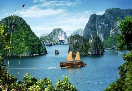 Dán nhãn sinh thái cho tàu du lịch Hạ Long
