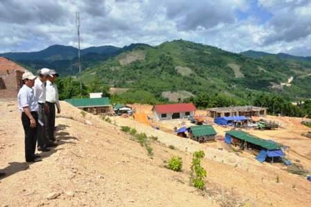 Đốc thúc việc di dân, tái định cư, định canh dự án hồ chứa Nước Trong