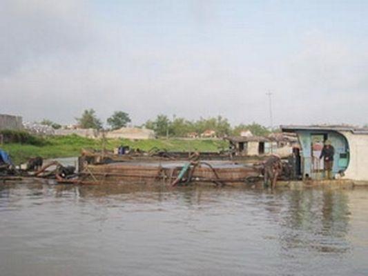 Nhức nhối nạn khai thác cát trái phép tại Hải Dương