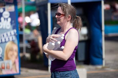 Nhiều người dân thành phố Concord cho rằng lệnh cấm bán chai nước nhựa có dung tích dưới một lít là quyết định vô nghĩa (Ảnh: suntimes.com)