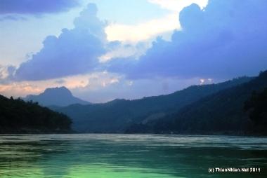 Dòng chính sống Mê Kông đoạn qua Nam Lào (Ảnh: ThienNhien.Net)