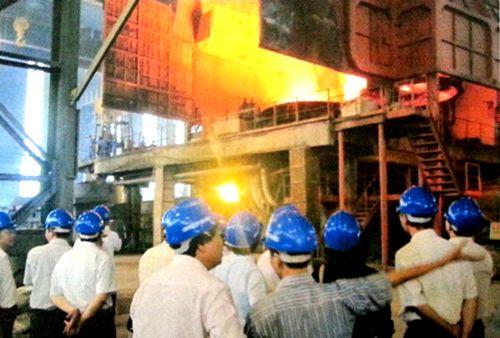 Thử nghiệm sản xuất mẻ 10 tấn bùn đỏ tạo ra 2,5 tấn thép (Ảnh: Quốc Hà/Chinhphu.vn)
