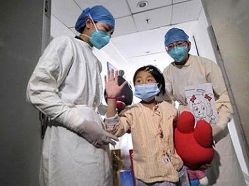 Bệnh nhi bảy tuổi ở Bắc Kinh phục hồi ngày 15/4 do được phát hiện và điều trị sớm (Ảnh: Reuters)