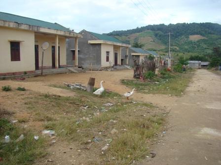 Đền bù đất, tái định canh định cư là vấn đề lớn với các công trình thủy điện ở Tây Nguyên (Ảnh: Khu tái định cư thủy điện An Khê - Ka Nắk, Gia Lai/ThienNhien.Net)