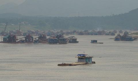 Phú Thọ: Siết chặt quản lý khai thác cát, sỏi trên sông Lô