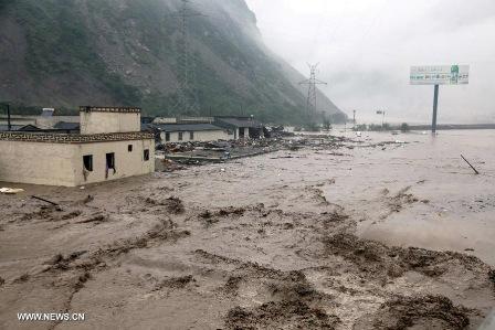 Mưa lớn gây nhập nhiều khu vực ở tỉnh Tứ Xuyên (Ảnh: news.cn)