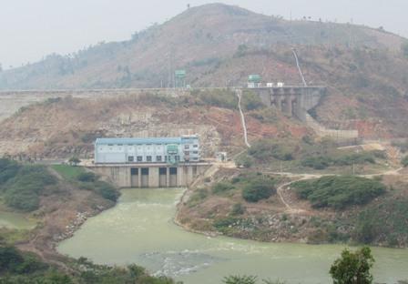 Đập thủy điện Buôn Tua Srah (Ảnh: ThienNhien.Net)