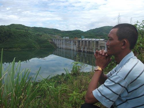 Đập thủy điện Sông Tranh 2 đầy nước sau trận mưa do ảnh hưởng bão số 8 (Ảnh: www.nld.com.vn)