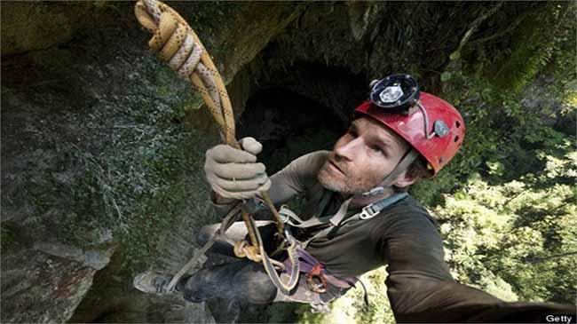 Các nhà thám hiểm nước ngoài xuống khảo sát hang động lớn nhất thế giới ở Việt Nam