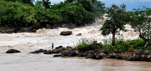 Các nước hạ nguồn cần lên tiếng trước quyết định của Lào