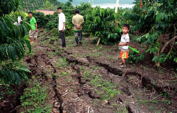 """Lâm Đồng: Nứt đất bất thường """"xé"""" nhiều nhà dân"""