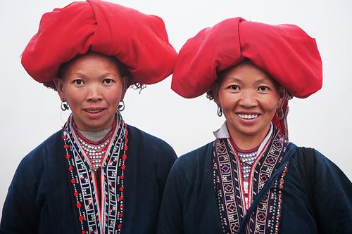 Hai chị em Dao đỏ