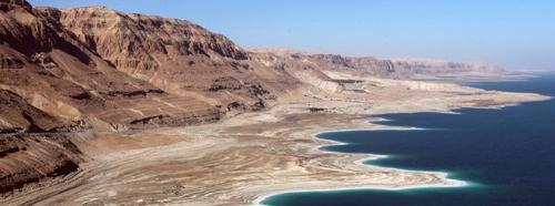 Biển Chết đang chết. Ảnh: DPA