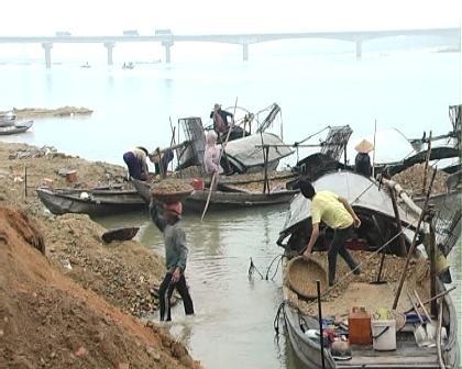 Truy quét nạn hút cát sạn, lấn chiếm sông Trà Khúc