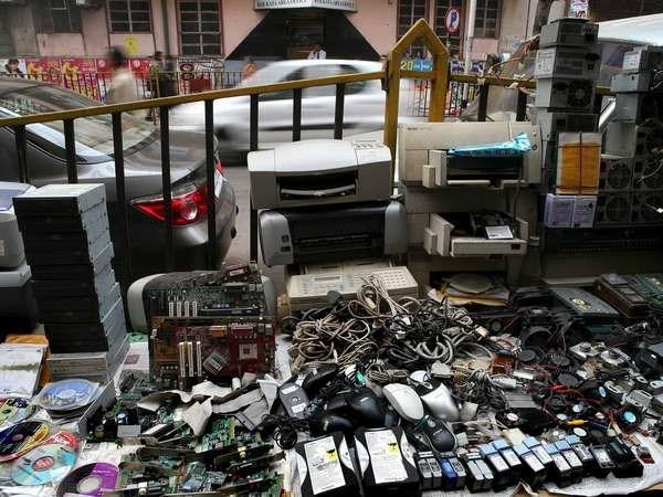 Mỗi năm, Việt Nam thải ra 90.000 tấn rác điện tử