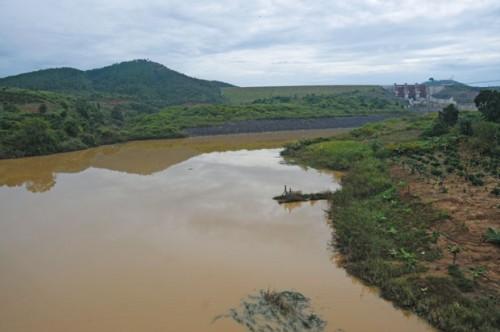 Khi một thuỷ điện ra đời, những con sông, dòng suối tan vỡ đời sông đời suối (Ảnh: Nguyễn Hàng Tĩnh/Sài Gòn Tiếp Thị)