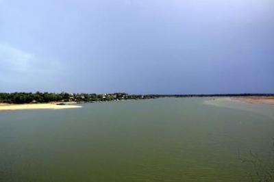 Một góc cửa sông Cửa Tùng, thị trấn Cửa Tùng, huyện Vĩnh Linh, Quảng Trị (Ảnh: Nhân dân)