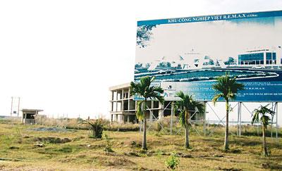 KCN Viet R.E.M.A.X thuộc TP Thủ Dầu Một, tỉnh Bình Dương sau nhiều năm hình thành vẫn còn hoang vắng. (Ảnh: Sài Gòn Giải Phóng)