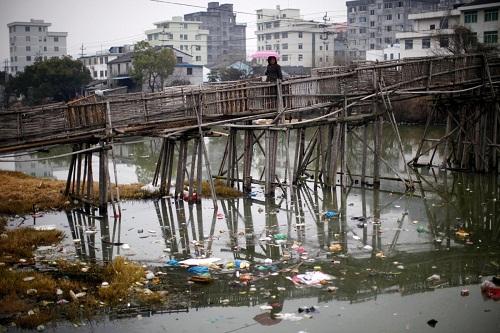 Nghịch lý trong quản lý môi trường ở Trung Quốc và Việt Nam