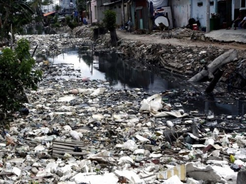 Ô nhiễm môi trường đang là vấn đề nhức nhối (Ảnh: TTXVN)