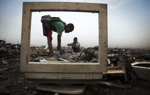 Ưu đãi cho người thu gom phế liệu để giải quyết rác thải điện tử
