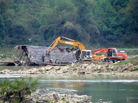 Khoảng trống sau giấy phép khai thác cát sông Cầu