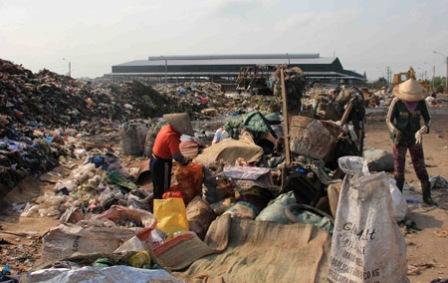 Cả một vùng bị ô nhiễm không khí và nguồn nước,  khiến sức khỏe của người dân bị ảnh hưởng nghiêm trọng.