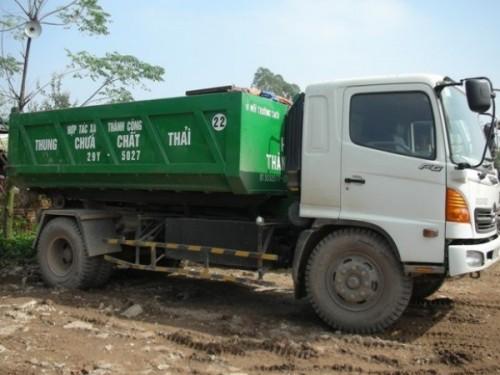Xe chuyên dùng Hooklift chuyên chở rác thải sinh hoạt trên địa bàn thành phố (Ảnh: Hùng Võ/VietnamPlus)
