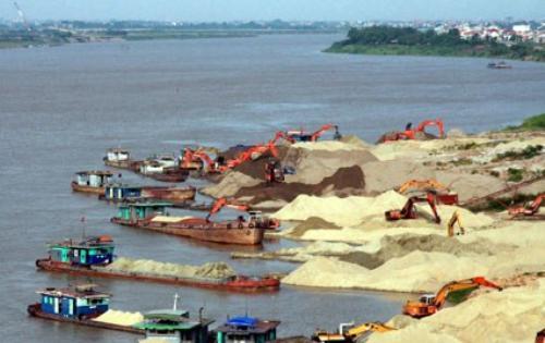 Vi phạm khai thác cát trên sông Hương ngày càng trắng trợn