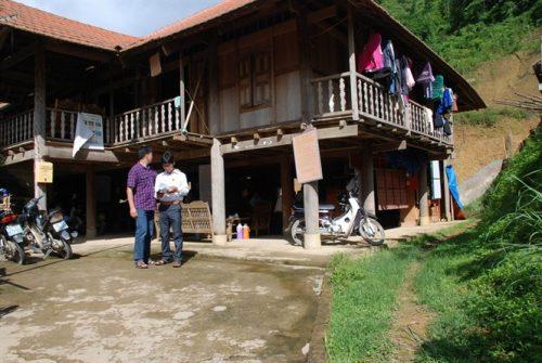 Trụ sở UBND xã Tà Hừa thuê gầm sàn của dân để làm việc (Ảnh: nongnghiep.vn)