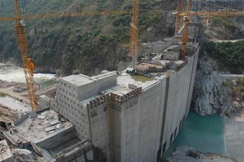 Thuỷ điện Huội Quảng đang xây dựng thì người dân đã phải di dời (Ảnh: nongnghiep.vn)