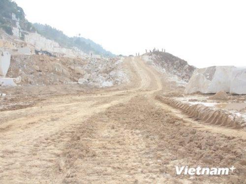Những quả núi bạt ngàn đá quý ở tỉnh Yên Bái nay đã bị doanh nghiệp san phẳng (Ảnh: Hùng Võ/VietnamPlus)