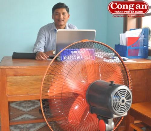Ông Nguyễn Đức Toàn cho rằng: Ở Phước Lộc mà dùng được quạt điện, máy tính có thể xem là... thú vui xa xỉ nhất. (Ảnh: Công an TP Đà Nẵng)