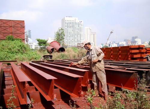 Ngành công nghiệp dịch vụ hỗ trợ doanh nghiệp thu gom và xử lý chất thải từ hoạt động phun sơn phát sinh khí thải, hiện còn rất ít và manh mún (Ảnh: Sài Gòn Giải Phóng)