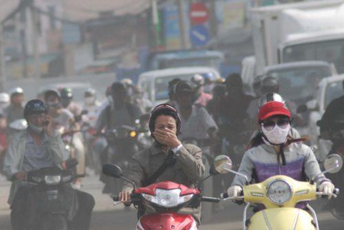 Cảnh khói bụi trên đường ở TP Hồ Chí Minh (Ảnh: Mạnh Linh/TTXVN)