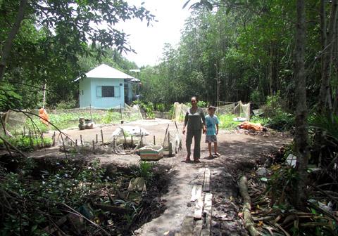Những hộ dân tham gia giữ rừng (Ảnh: Đại Đoàn Kết)