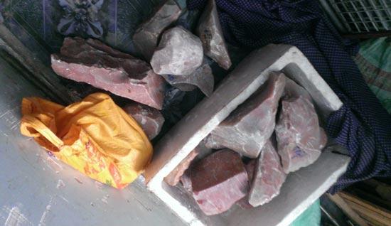Thương lái Trung Quốc lừa thu mua đá
