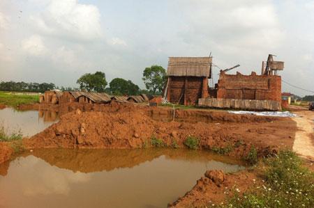 Trên địa bàn các huyện ngoại thành Hà Nội đã cơ bản xóa bỏ được lò gạch thủ công gây ô nhiễm môi trường. (Ảnh: Báo HàNộiMới)