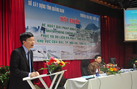 họp bàn tìm giải pháp chống xâm thực cho biển Cửa Đại (Hội An). (Ảnh: VTC News)