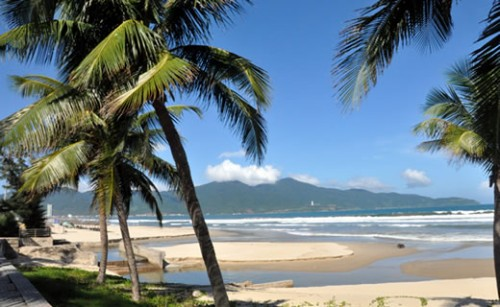 Tình trạng xói lở bờ biển tại bãi biển Mỹ Khê - Đà Nẵng. (Ảnh: Báo Công an TP Đà Nẵng)