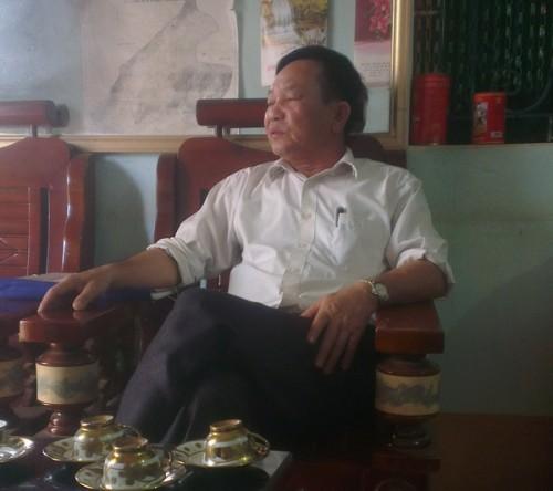 """Ông Bùi Minh Thông – Chủ tịch UBND xã Cẩm Quý cho rằng: """"Khai thác là hợp lý với chỉ đạo của tỉnh"""" và """"Họ đang bảo vệ""""? (Ảnh: Tài nguyên & Môi trường)"""
