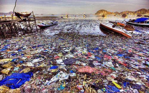 Ước tính có khoảng 270.000 tấn nhựa đang trôi nổi trên bề mặt các đại dương. (Ảnh: VTC News)