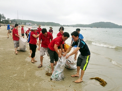 Phát triển du lịch gắn liền bảo vệ môi trường biển