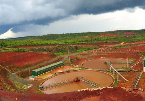 Hồ chứa bùn thải sau tuyển rửa của nhà máy alumin Tân Rai (Bảo Lộc, Lâm Đồng). (Ảnh: T.L)